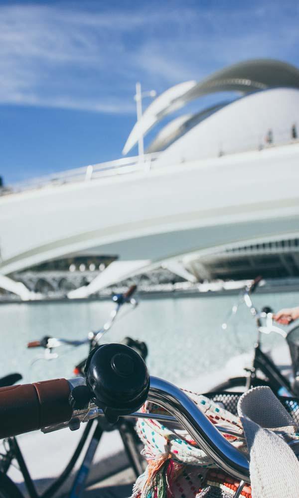 fietsen-in-valencia-Ciutat-de-les-Arts-i-les-Ciencies